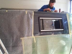 raam inbouwen camper