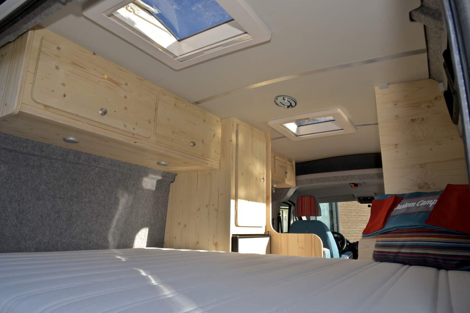 camper interieur customcamp. Black Bedroom Furniture Sets. Home Design Ideas